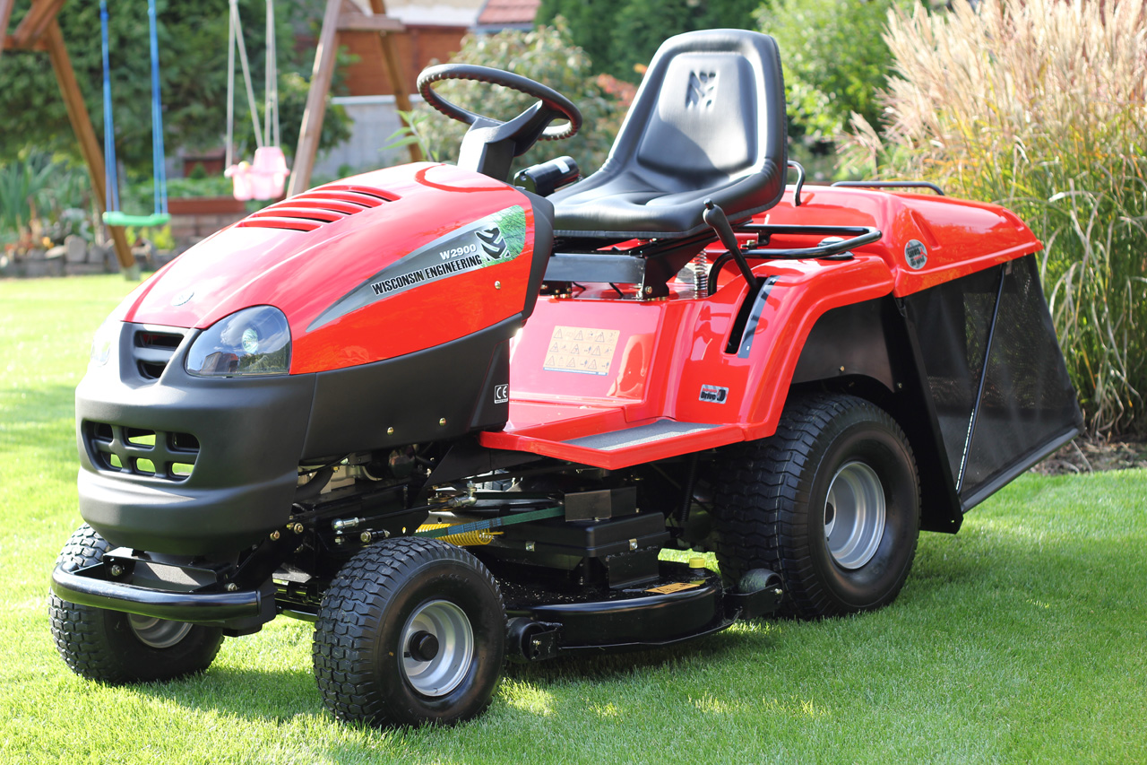 Wisconsin W-2979 Wet Cut Ride-on Mower Image